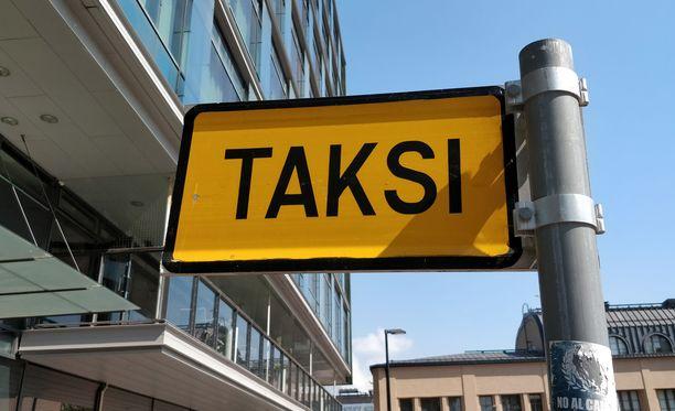 Kahta henkilöä epäillään taksinkuljettajan pahoinpitelystä. Kuvituskuva.