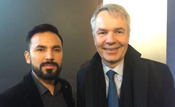 Antonio Flores ja Pekka Haavisto piipahtivat tiistaina elokuvissa.