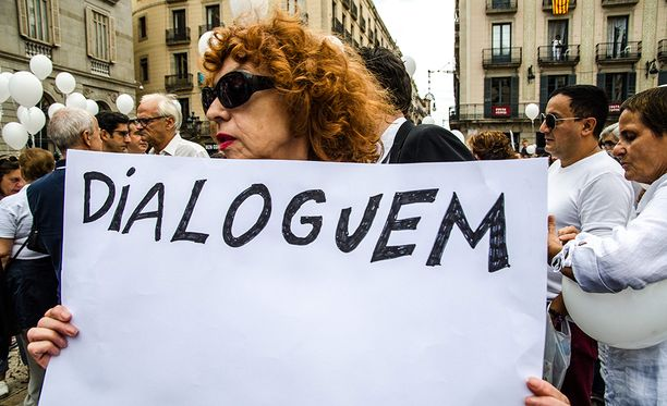 Tämä nainen vaatii vuoropuhelua katalonialaisten ja keskushallinnon välille.