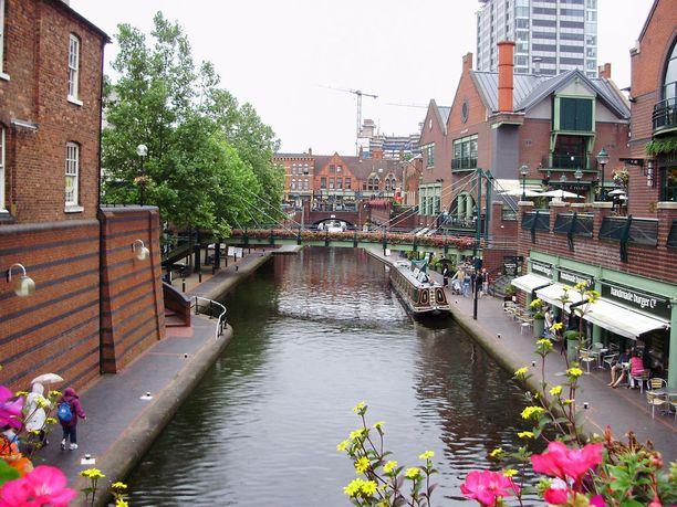 Jokilaivat ovat yksi Birminghamin erikoisuuksista.