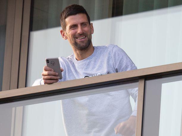 Novak Djokovic haluaa pois hotellihuoneestaan.