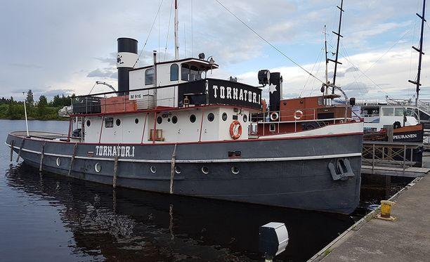 Tornator I oli alun perin matkalla Viipuriin, mutta jäi vajaaksi kolmeksi viikoksi rajaepäselvyyksien vuoksi Pällin sululle.