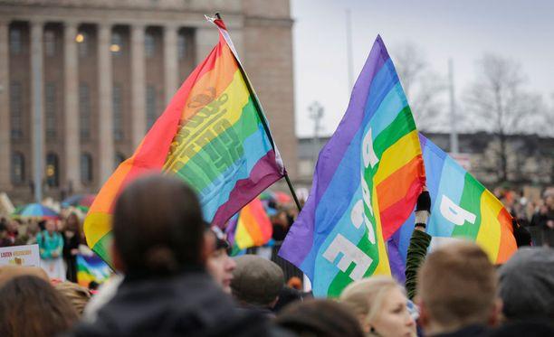 Tasa-arvoinen avioliittolaki astuu voimaan alkuperäisen suunnitelman mukaisesti 1. maaliskuuta.