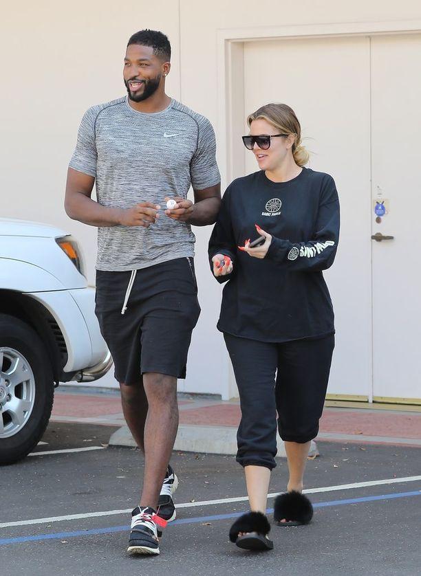 Khloe miestystävänsä Tristan Thompsonin vierellä syyskuussa 2017.