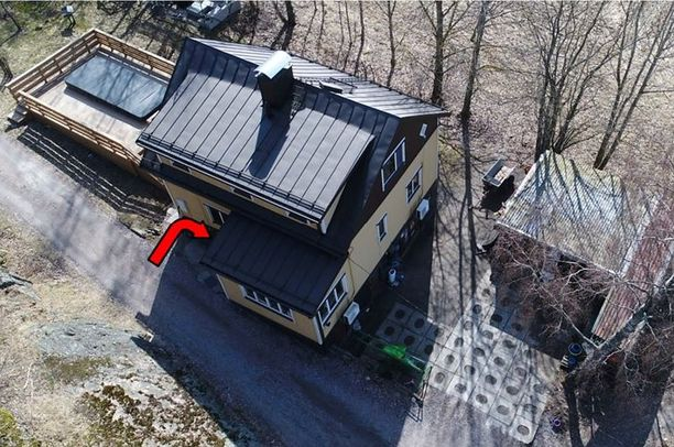 Henkirikos tapahtui Anderssonin vaimon omistamassa omakotitalossa Vantaalla.