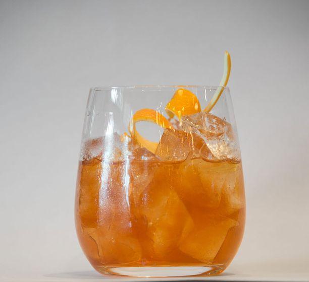 """Alkoholilaissa kerrotaan yksiselitteisesti, että """"väkevän alkoholijuoman mainonta, epäsuora mainonta ja muu myynninedistämistoiminta on kielletty"""". Siksi myöskään ravintolan Facebook-sivuilla ei voi olla tuotetietoja cocktaileista."""