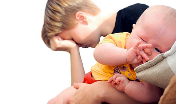 Vauvan syntymän jälkeen äiti ei aina mene sekaisin ilosta, vaan huolesta ja väsymyksestä.