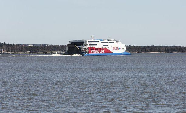 Viking Linen keväällä käyttöön ottama FSTR-katamaraanialus on kärsinyt noin viikon ajan teknisistä ongelmista.