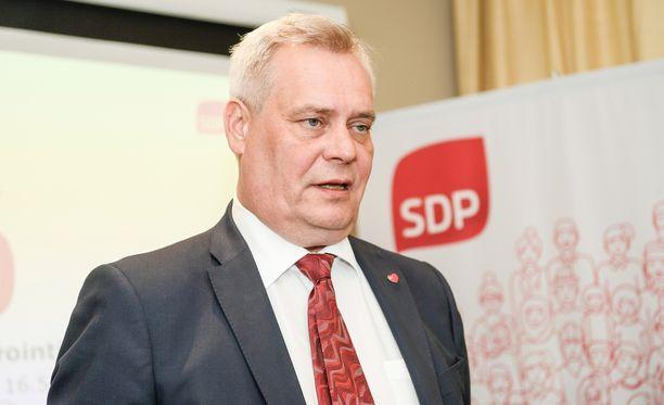 Antti Rinne vaatii Juha Sipilää lopettamaan eduskunnan painostamisen.