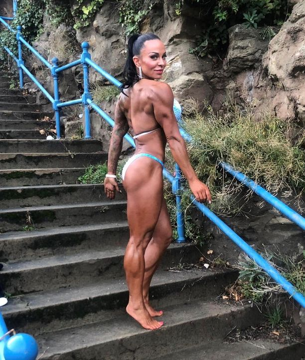 Fitnesshommien lisäksi Camilla Rauhala pyörittää niin tatuointistudiota kuin rockbändiäkin.