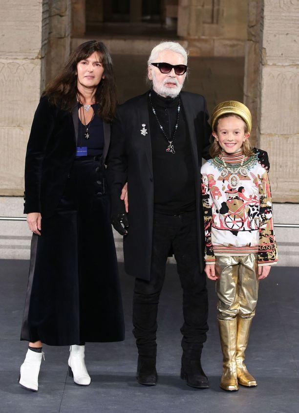 Virgine Viard, Karl Lagerfeld ja Hudson Kroenig  catwalkilla joulukuun alussa.