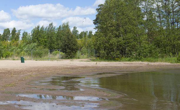 Uhri harhautettiin uimarannalle surmattavaksi. Kuvituskuva.