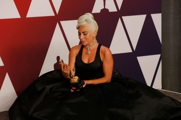 Lady Gaga voitti Shallow-kappaleellaan parhaan laulun Oscar-pystin.