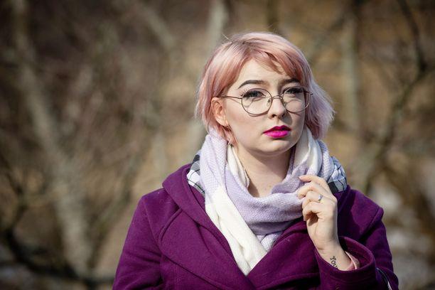 Niina Vähänkangas joutui kokemaan työyhteisön ennakkoluuloja sairaslomallaan kaksisuuntaisen mielialahäiriön masennusjaksona.