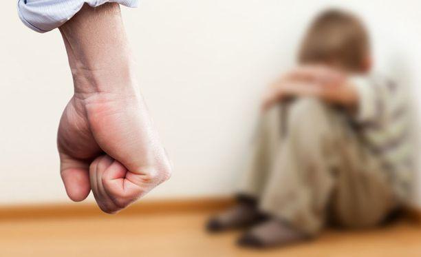 Perheväkivalta jatkui lappilaiskodissa vuosia. Kuvituskuva.