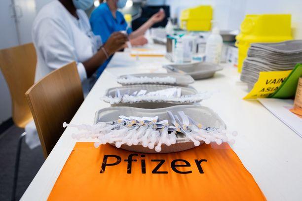 Helsingin ja Uudenmaan sairaanhoitopiirin alueella 12-15 -vuotiaista nuorista 71,4 prosenttia on Terveyden ja hyvinvoinnin laitoksen mukaan saanut ensimmäisen koronavirusrokotteen.