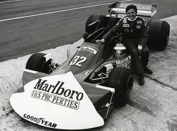 Mikko Kozarowitzky aloitti kilpa-autoilun, vaikka se oli perheen kiellettyjen asioiden listalla isän onnettomuuden vuoksi.