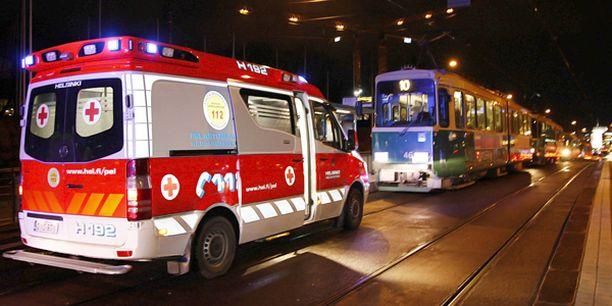 Tapahtumapaikalle hälyytettiin useita ambulansseja.