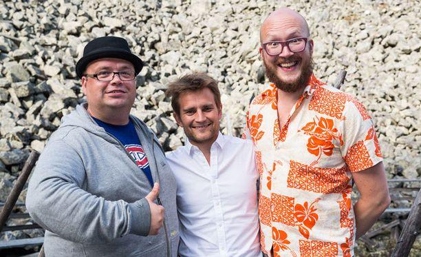 Sami Pitkämö, kapellimestari Lenni-Kalle Taipale ja Marzi Nyman ovat Pyhän vakiomuusikkoja.