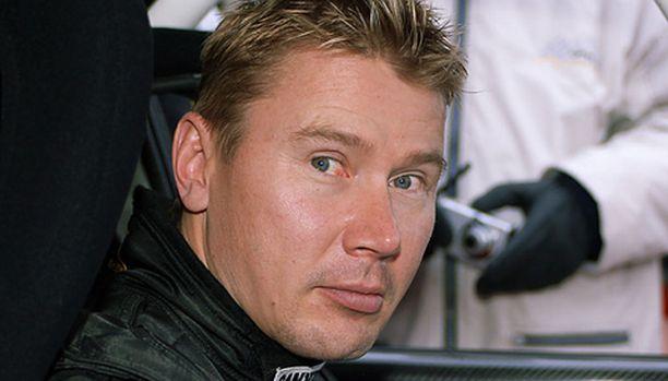 Mika Häkkinen yrittää nousua viimeisestä ruudusta huolimatta.