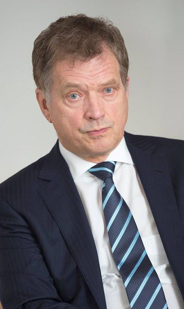 Aika on kullannut muistoja Urho Kekkosen uudenvuoden puheista. Sauli Niinistö linjasi eilen tyylikkäästi alkaneen vuoden näkymiä.