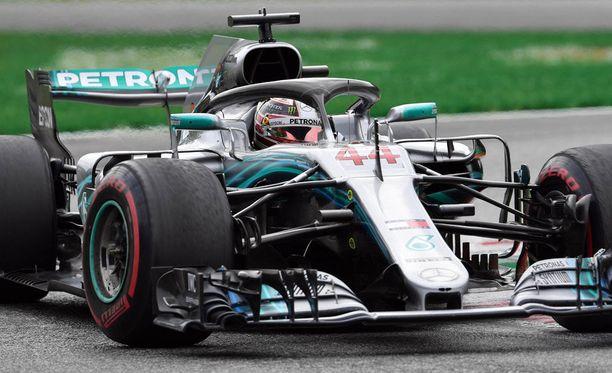 MM-sarjan kärkinimi Lewis Hamilton voitti Monzan osakilpailun.