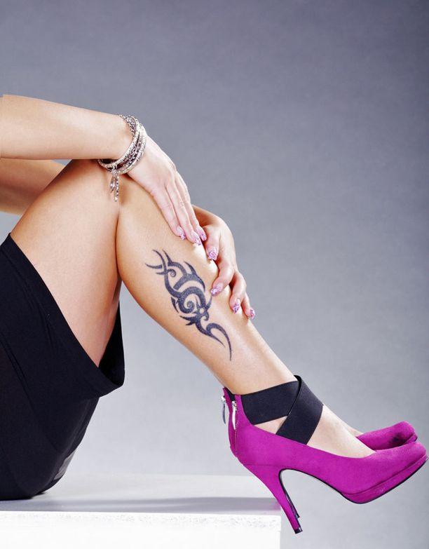 Hirviömorsiamen häissä ei näkyviä tatuointeja suvaita.