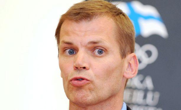 Kari Niemi-Nikkola vastasi kritiikkiin.