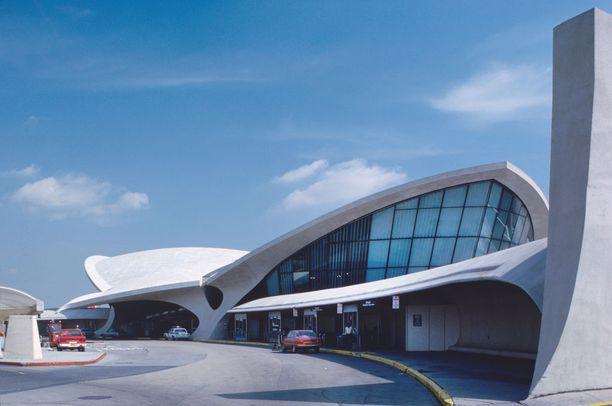 Futuristisen näköinen TWA Flight Center valmistui 60-luvulla.