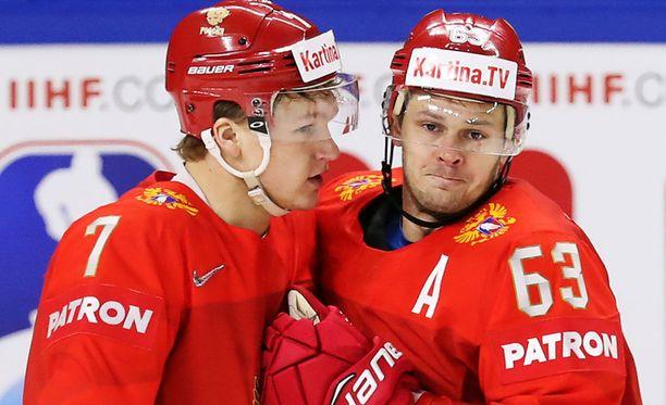 Kirill Kaprizov (vas.) ja Jevgeni Dadonov kasasivat kumpikin avauserässä tehot 1+1.