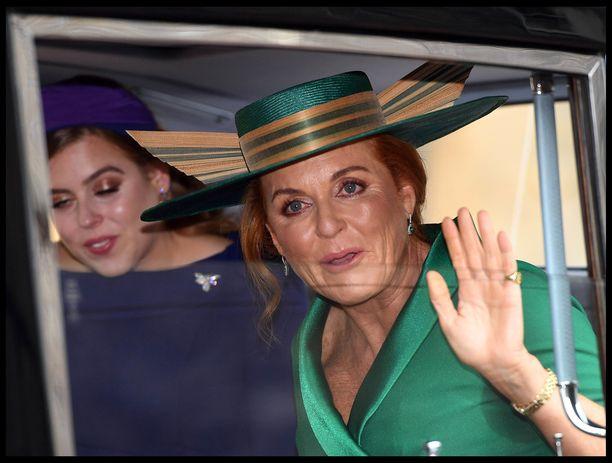 Sarah Ferguson ilmoitti uudesta mainoskasvopestistään juuri prinsessa Eugenien häiden kynnyksellä.
