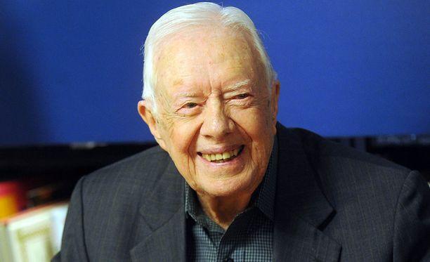 Yhdysvaltain entinen presidentti Jimmy Carter piikitteli Donald Trumpia hyväntahtoisesti konservatiivisen Liberty Universityn valmistujaisjuhlassa.