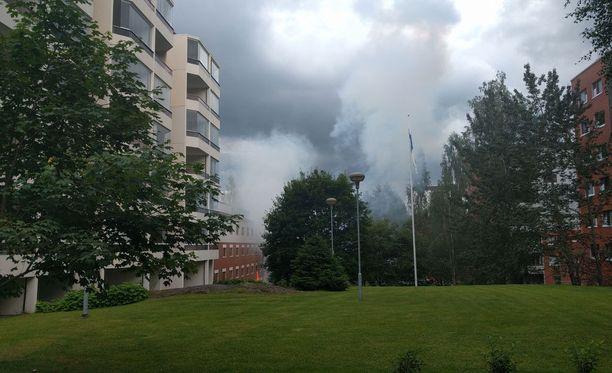 Ensitietojen mukaan palo olisi hotellin saunatiloissa.
