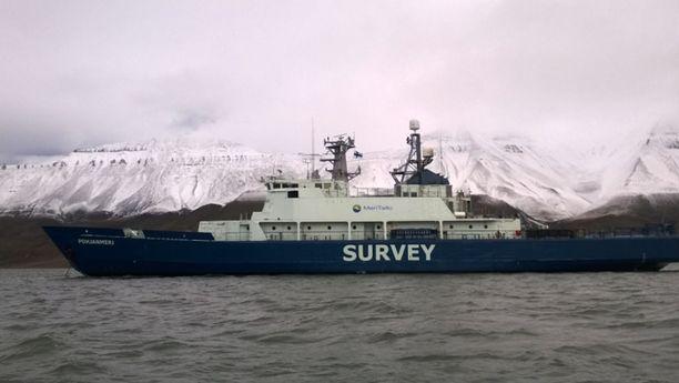 Merentutkimusalus Pohjanmeri Huippuvuorten edustalla.
