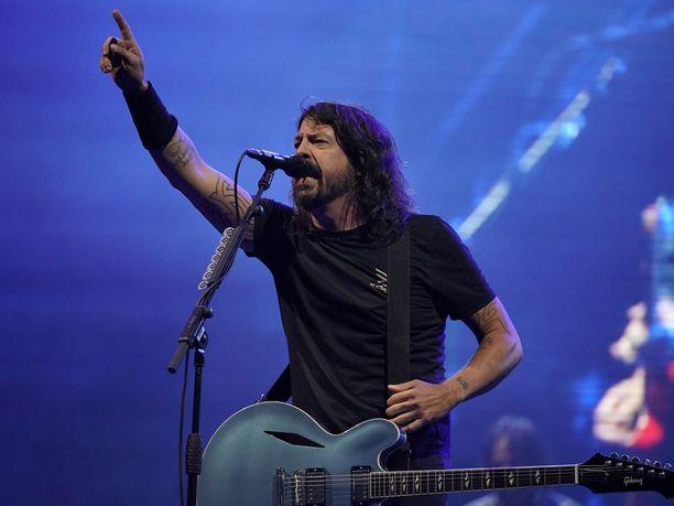 Foo Fighters -yhtyeen Dave Grohl huomioi fanin upealla tavalla Unkarissa.