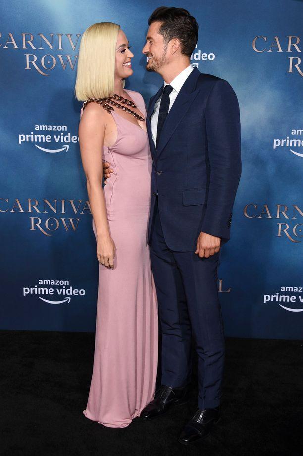 Katy Perry ja Orlando Bloom edustivat yhdessä rakastuneen näköisinä.