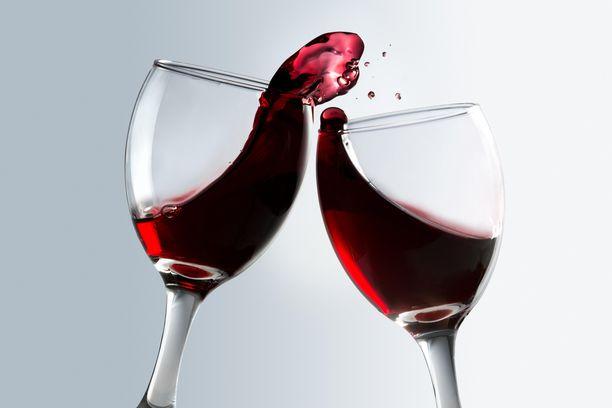 Viinin hinta laskee kysynnän vähetessä. Kuvituskuva.
