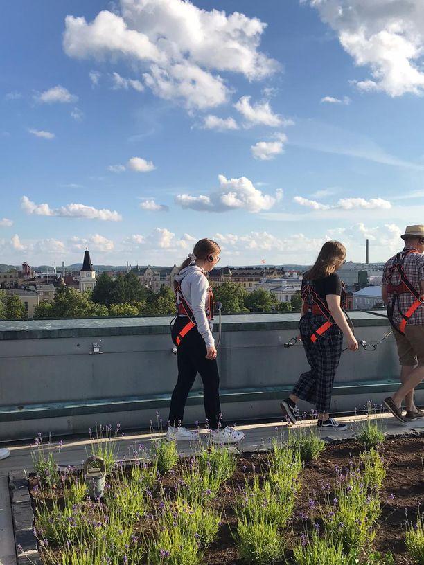 Kattokävely on uusi näkövinkkeli kaupunkiin: rakennukset ovat enemmän käden ulottuvilla kuin muilla näköalapaikoilla.