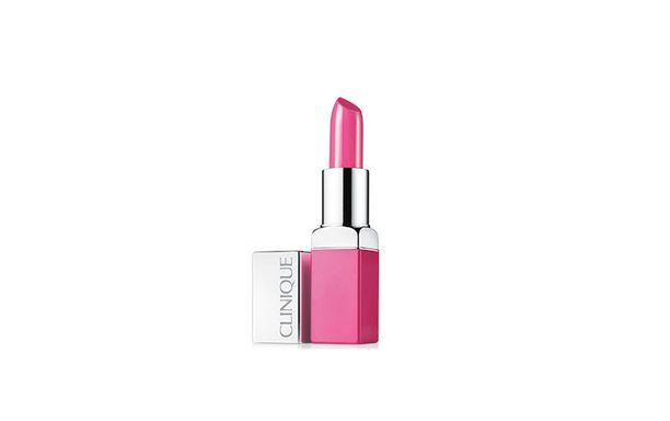 Cliniquen Pop Lip Colour-huulipunalla saat huuliin näyttävän värin. Sävy Wow pop, 26,90 e