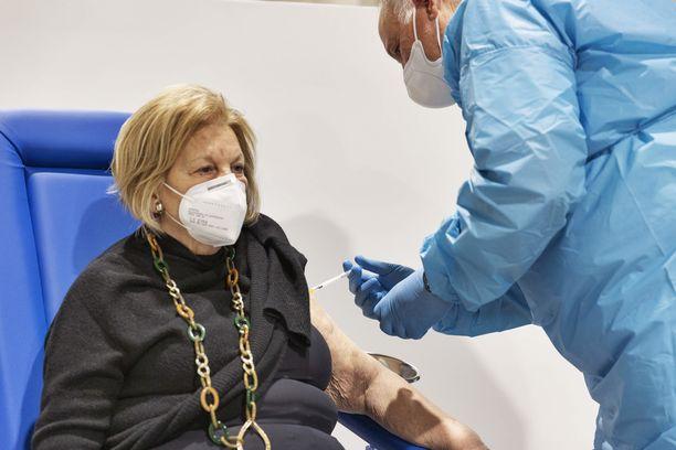 Italia aloitti helmikuun puolivälissä yli 80-vuotiaiden rokotukset.