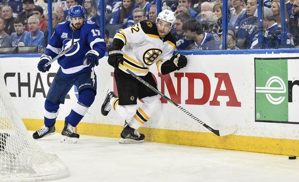 Lightning ja Bruins vääntävät NHL:n pudotuspeleissä.