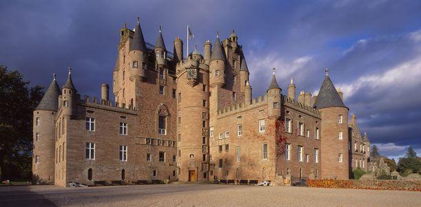 Glamisin linna on tarinoiden mukaan yhden Skotlannin kuninkaan murhapaikka.