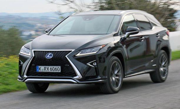 23. Lexus RX -hybridi on rajun näköinen.