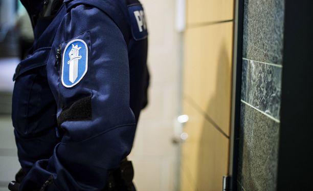 Lopulta poliisi löysi koulukeskuksen alueelta poistuneen ja poliisille entuudestaan tutun, noin 45-vuotiaan miehen, kilometrin päässä koulukeskuksesta. Kuvituskuva.