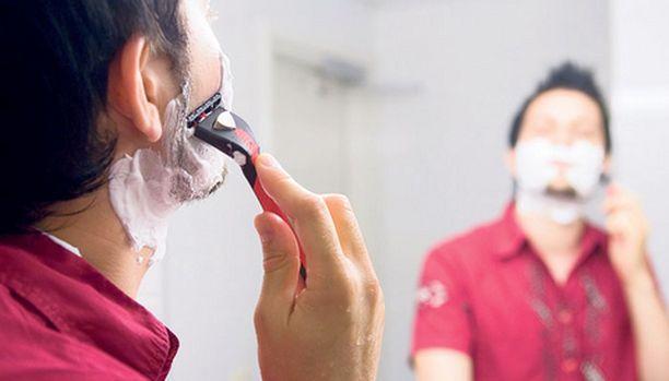 Huolellisesti hyvillä tuotteilla tehtynä parranajo voi olla miehelle kuin minikasvohoito.