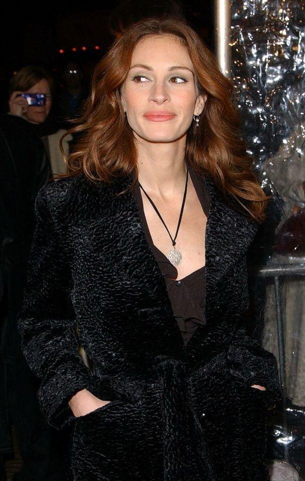 Ennen Daniel Moderin löytymistä Roberts seurusteli esimerkiksi Liam Neesonin ja Matthew Perryn kanssa.