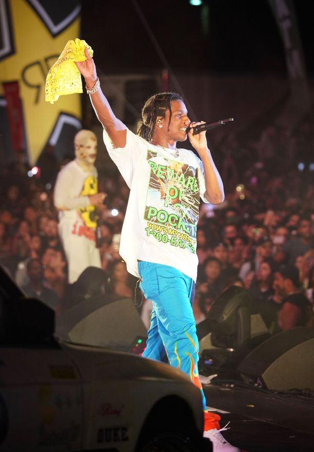 Tuhannet fanit olivat saapuneet katsomaan ASAP Rockyn ensimmäistä esiintymistä räppärin vapauduttua tukholmalaisesta vankilasta.