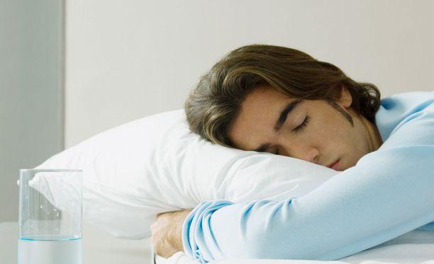 Suomalaiset sijoittuvat univertailun keskivaiheille.