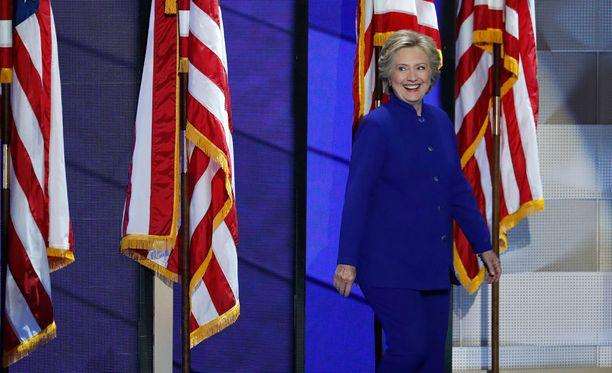 Clinton etukäteen julkaistussa puheessa Clinton kertoo, että hänen ensisijainen tehtävänsä presidenttinä on luoda hyviä työpaikkoja parempine palkkoineen.
