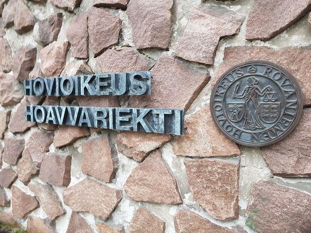 Rovaniemen hovioikeus tuomitsi 24 rikoksesta syytetyn miehen vuodeksi ja kahdeksaksi kuukaudeksi vankeuteen.